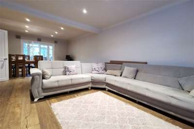 3 Bedrooms House for rent in Manser Way