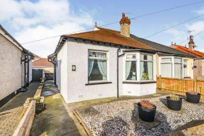 2 Bedrooms Bungalow for sale in Windsor Avenue, Morecambe, Lancashire, United Kingdom, LA4