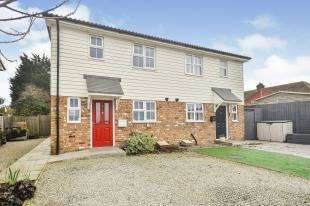3 Bedrooms Semi Detached House for sale in Cherry Tree Mews, Dover Road, Guston, Dover