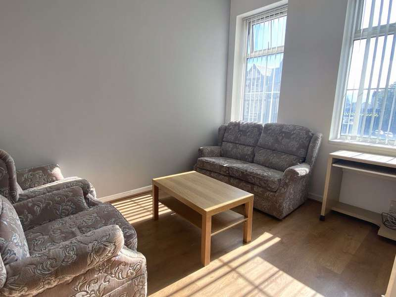 3 Bedrooms Flat for rent in Tudor St, Riverside, Cardiff