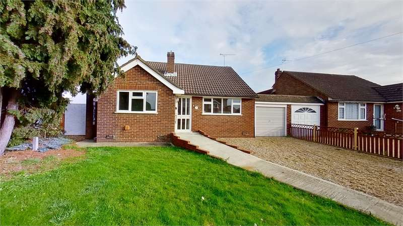 2 Bedrooms Detached Bungalow for sale in Gaywood Avenue, Cheshunt, Hertfordshire