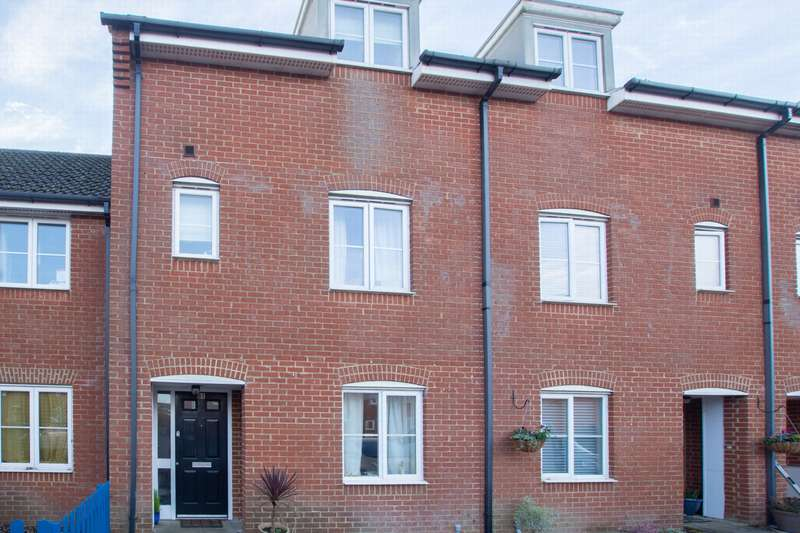 4 Bedrooms Terraced House for sale in Aspen Drive, Whitfield, CT16