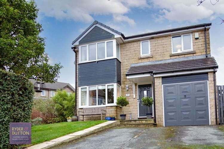 4 Bedrooms Detached House for sale in Hillside Close, Loveclough, Rossendale, BB4