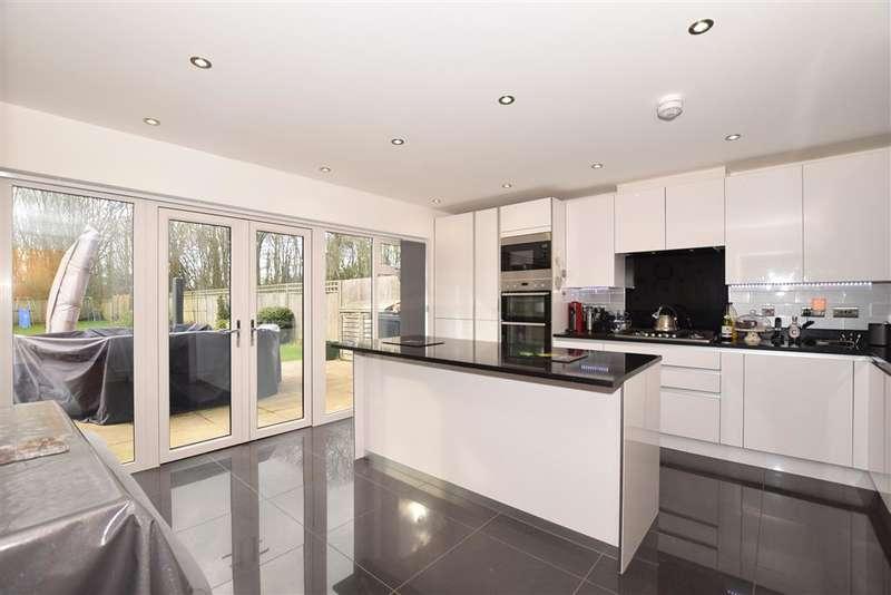 6 Bedrooms Detached House for sale in Woodland Gate Walk, , Leybourne, West Malling, Kent