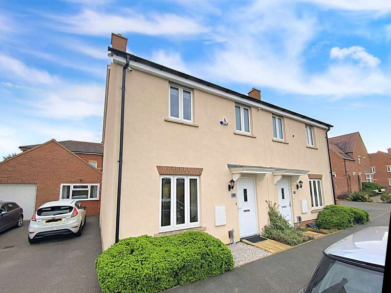 3 Bedrooms Semi Detached House for sale in Sorrel Drive, Stotfold, Hitchin, Bedfordshire, SG5