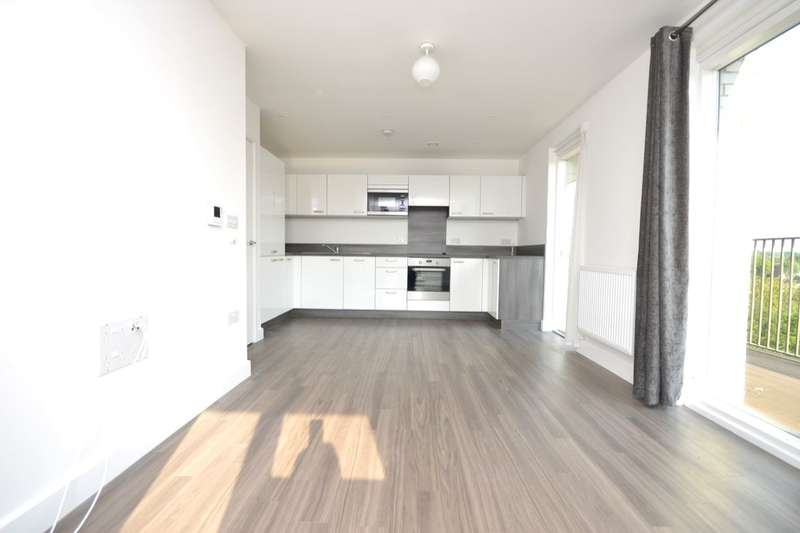 2 Bedrooms Flat for rent in Adenmore Road, London, SE6