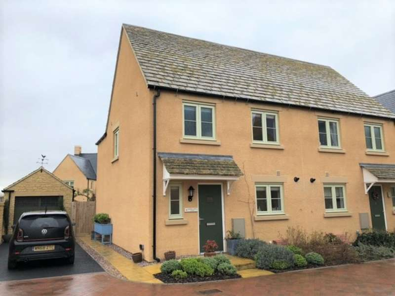 3 Bedrooms Semi Detached House for rent in Daphne Jones Close, Fairford