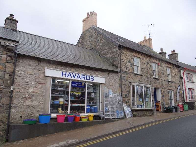 4 Bedrooms Property for sale in Iconic Retail Outlet in Coastal Town - Havards, East Street, Newport, Pembrokeshire SA42 0SY