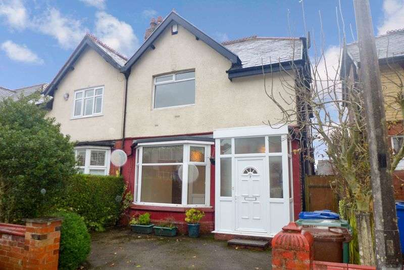 3 Bedrooms Property for rent in Birch Grove, Prestwich
