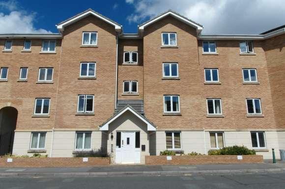 2 Bedrooms Flat for sale in Banyard Close, Cheltenham, GL51