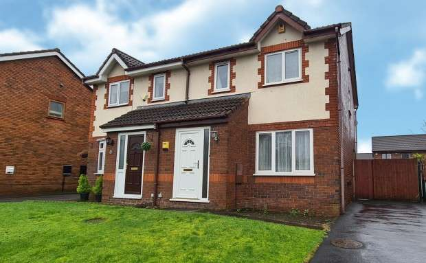 3 Bedrooms Semi Detached House for rent in Redsands Drive, Preston, PR2