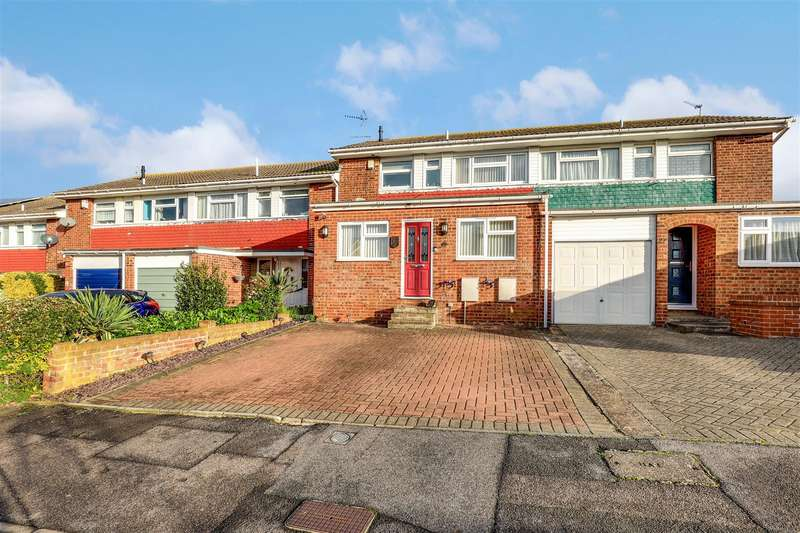 3 Bedrooms Terraced House for sale in Salisbury Close, Sittingbourne