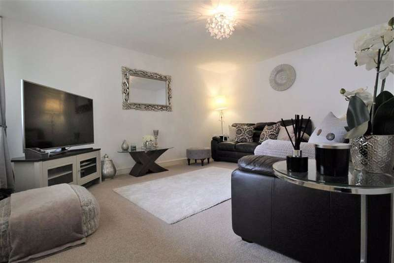 3 Bedrooms Terraced House for sale in Woodfold Avenue, Manchester