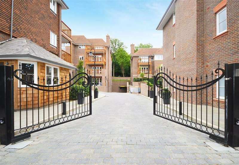 3 Bedrooms Flat for rent in Hammers Lane, Mill Hill, London