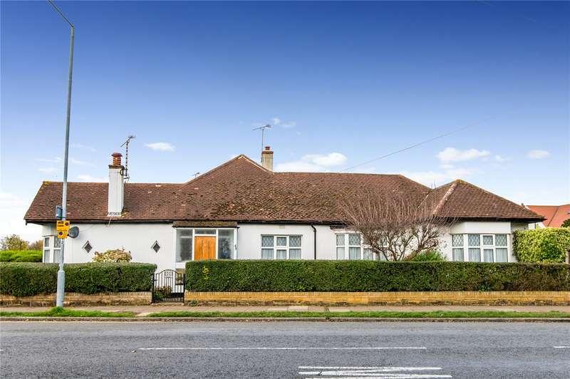 3 Bedrooms Bungalow for sale in Lifstan Way, Thorpe Bay, SS1
