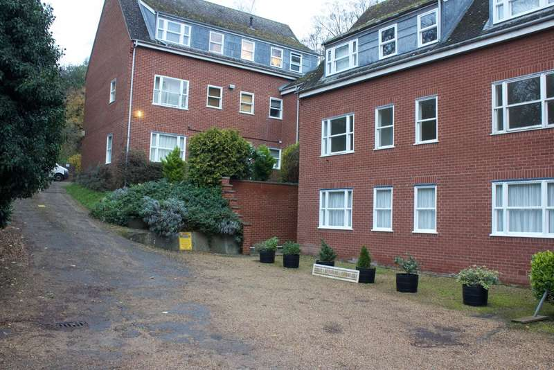 2 Bedrooms Flat for rent in Yarmouth Road, Norwich