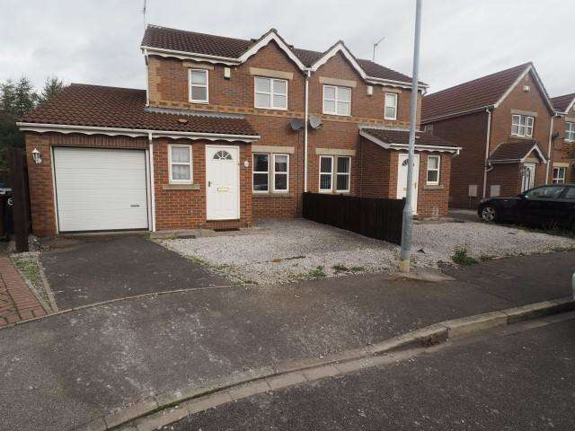 3 Bedrooms Semi Detached House for rent in Navigation Way, Victoria Dock, Hull, HU9 1SW