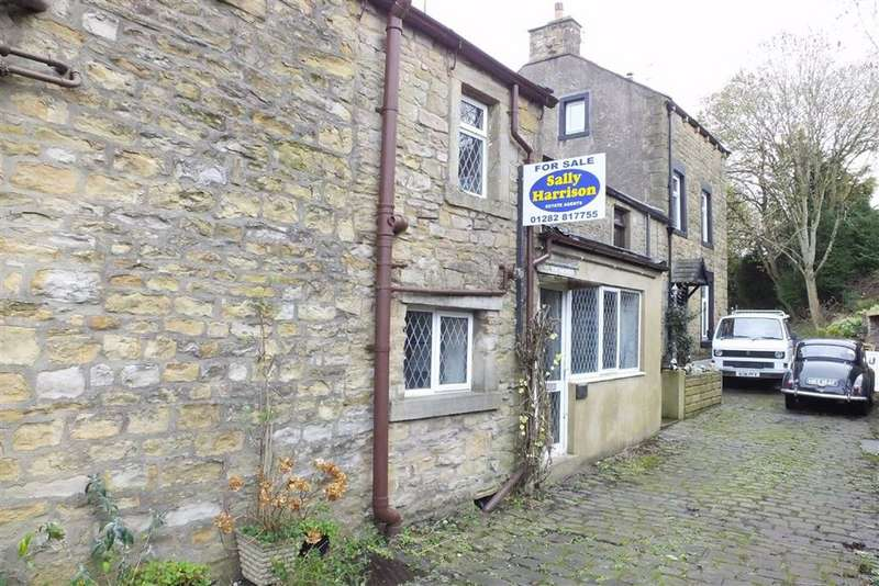 3 Bedrooms Cottage House for sale in Selbourne Terrace, Earby, Lancashire, BB18