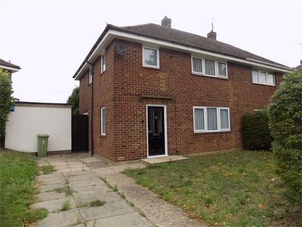 3 Bedrooms House Share for rent in Birchfield Grove, Bletchley, Milton Keynes, Buckinghamshire