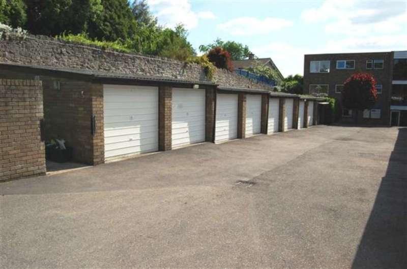 Garages Garage / Parking for rent in College Farm, Benson
