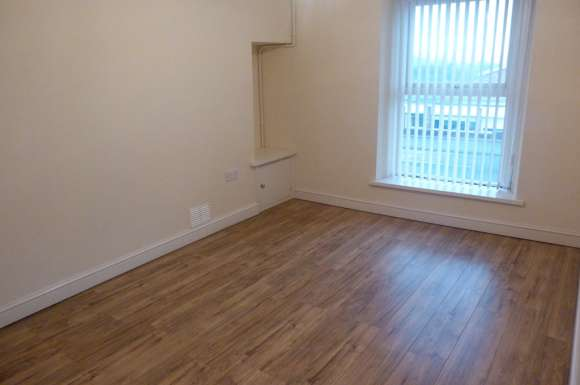 2 Bedrooms Flat for rent in Carmarthen Road, SA1