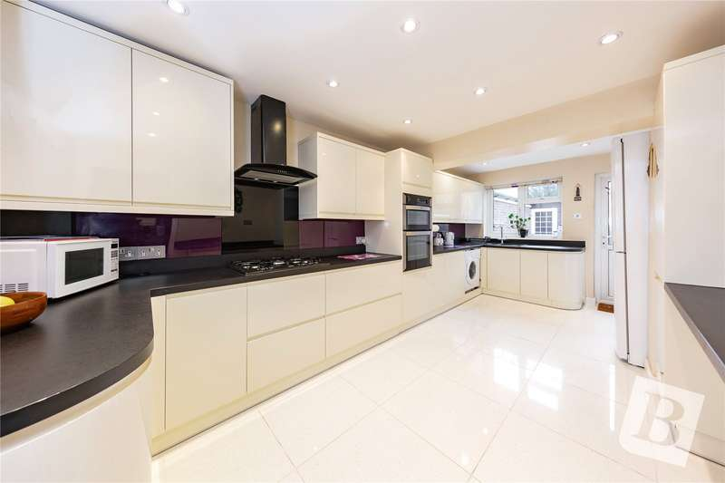 4 Bedrooms Semi Detached House for sale in Bonington Road, Hornchurch, RM12