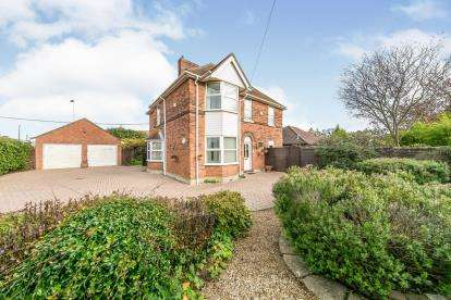 4 Bedrooms Detached House for sale in Stanway, Colchester, Essex