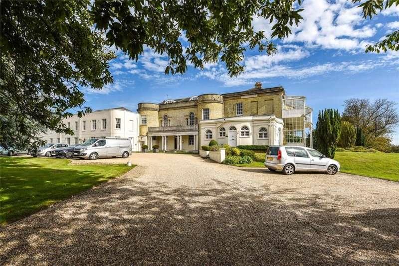 3 Bedrooms Apartment Flat for rent in Aldingbourne House, Aldingbourne Drive, Chichester, West Sussex, PO18