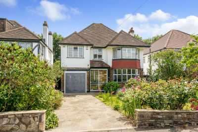 4 Bedrooms Detached House for sale in Kingswood Avenue, Bromley, Kent, BR2