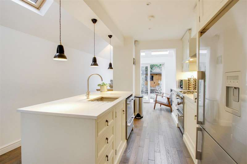 4 Bedrooms House for sale in Fernbrook Road, London