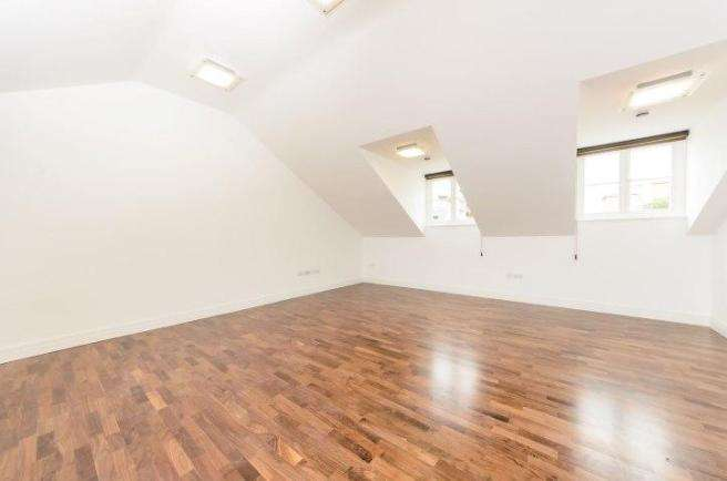 5 Bedrooms Flat for rent in North Road, Brentford, TW8