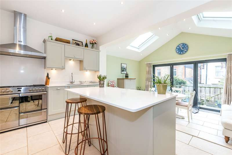 4 Bedrooms Terraced House for sale in Chasefield Road, London, SW17