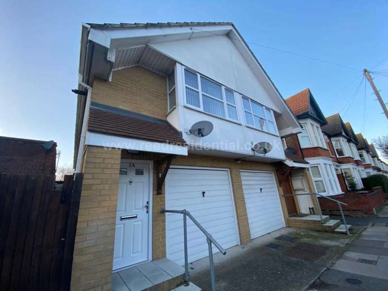 2 Bedrooms Semi Detached House for sale in Ronald Park Avenue, Westcliff On Sea