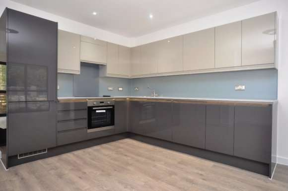 3 Bedrooms Flat for rent in Six Hills House, Kings Rd, Stevenage, SG1