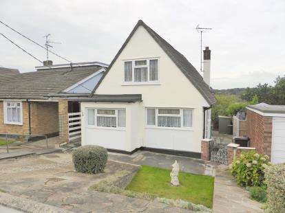 3 Bedrooms Detached House for sale in Eastwood, Leigh On Sea, Essex