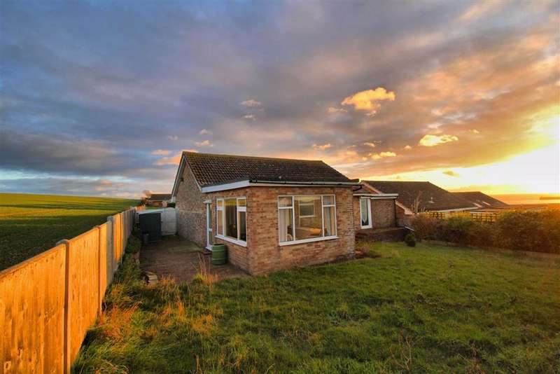 2 Bedrooms Detached Bungalow for sale in Windsor Close, Bishopstone, East Sussex