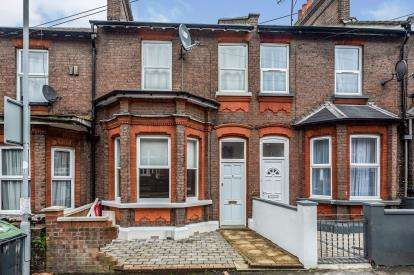 3 Bedrooms Terraced House for sale in Stockwood Crescent, Luton, Bedfordshire, England