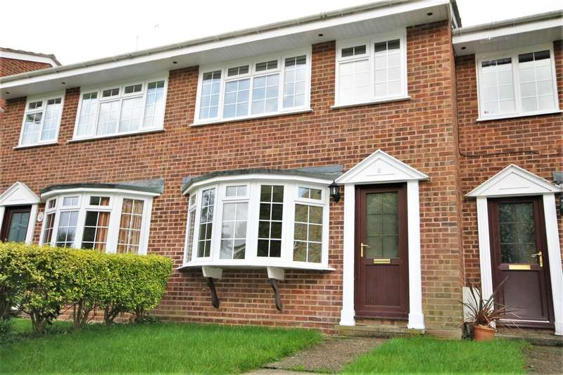 3 Bedrooms Terraced House for sale in Totland Bay, Isle of Wight