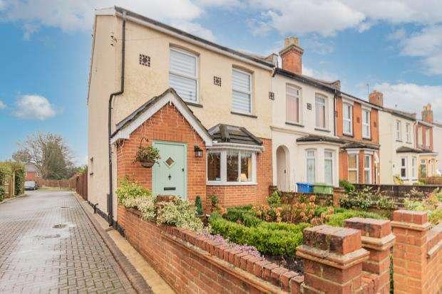 Properties For Sale In Aldershot Gillian Close Aldershot Hampshire Nethouseprices Com