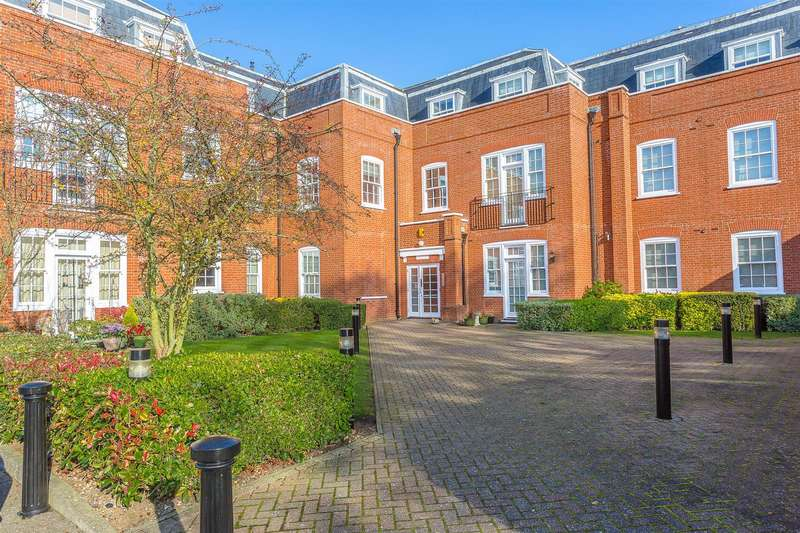 3 Bedrooms Apartment Flat for rent in The Tracery, Banstead