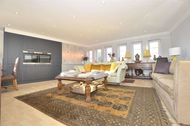 2 Bedrooms Flat for sale in Northcroft, The Park, Cheltenham, GL50