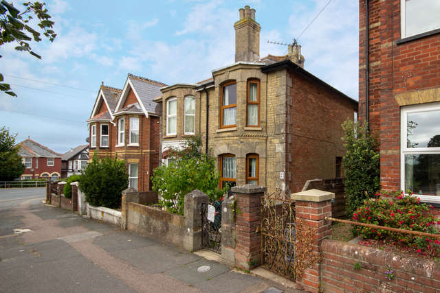 3 Bedrooms Semi Detached House for sale in Victoria Grove, East Cowes, Isle of Wight