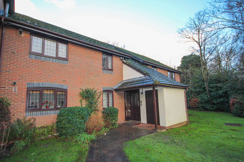 2 Bedrooms Flat for rent in Campbell Close, Yateley