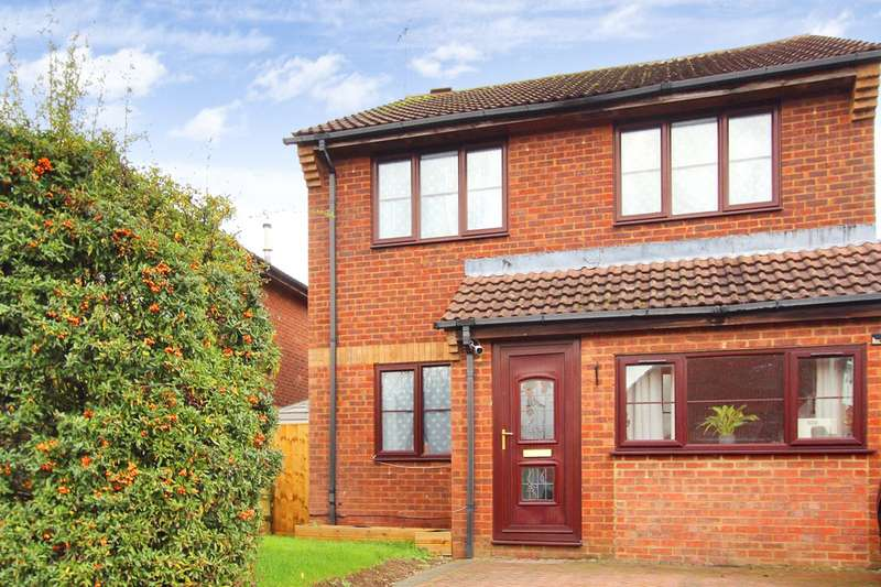 3 Bedrooms Detached House for rent in Ramleaze Drive, Ramleaze, Swindon, Wiltshire, SN5