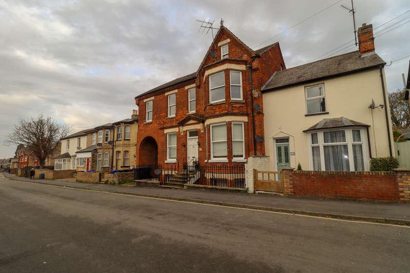 2 Bedrooms Flat for rent in Park Lane, Newmarket