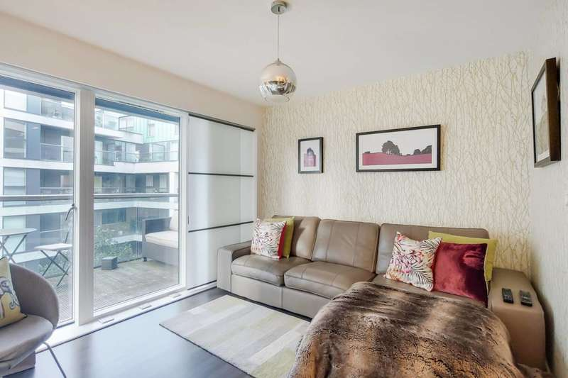 2 Bedrooms Flat for sale in Dance Square, Clerkenwell, EC1V