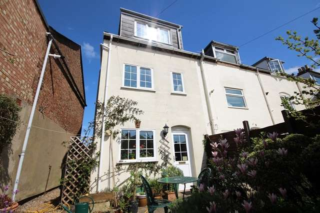 2 Bedrooms Town House for rent in Union Place, Tewkesbury