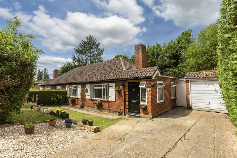 3 Bedrooms Semi Detached Bungalow for sale in Old Barn Close, Cheam, Sutton