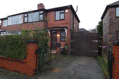 3 Bedrooms Semi Detached House for sale in Hereford Drive, Swinton, Manchester, Greater Manchester