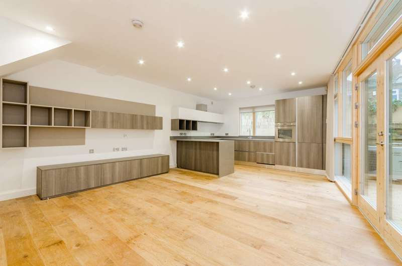 3 Bedrooms House for rent in Moray Mews, Finsbury Park, N7
